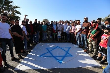 بالفيديو والصور: وقفة تضامنية أمام #قلعة_صيدا_البحرية مع #الشعب_الفلسطيني المنتفض