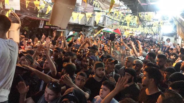 بالفيديو والصور: أهالي مخيم عين الحلوة يواصلون الاضراب الشامل  رفضًا لقرار وزارة العمل اللبنانية
