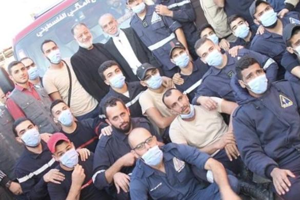 مؤسسة أبناء المخيمات الفلسطينية تتبرع بسيارة إطفاء للدفاع المدني الفلسطيني