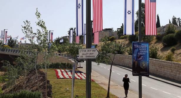 قيادي فلسطيني: لا أحد يستطيع التنبؤ بما يمكن أن يفعله ترامب بعد نقل السفارة
