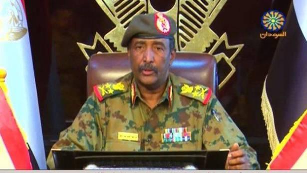 مظاهرات السودان: عبد الفتاح البرهان رئيس المجلس العسكري الانتقالي يتعهد بـ