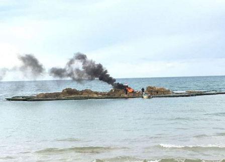 بالصور: صيادو الأسماك يحرقون مراكبهم في السان سيمون!