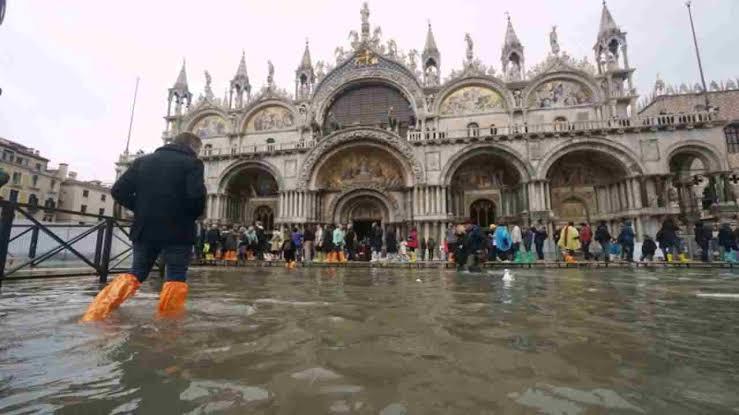 فيضانات «تاريخية» تضرب فينيسيا
