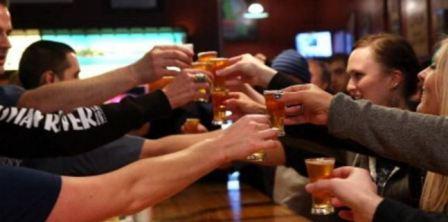 مشروب كحولي فاسد يقتل 23 شخصا ليلة الميلاد!