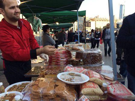 بالصور: لجنة أبو رخوصة تنظم سوق في رياض الصلح بمناسبة الاعياد