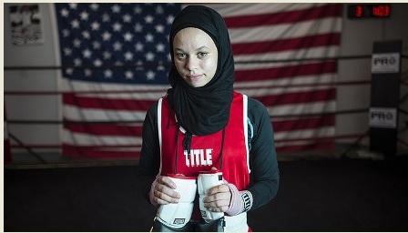 أول ملاكمة أمريكية تحصل على حق اللعب بالحجاب