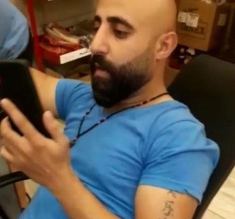 بالفيديو : استغلوا ضعفه كونه من ذوي الاحتياجات الخاصة وقاموا بضربه وتصويره ؟!