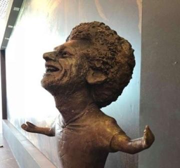 تمثال لمحمد صلاح يثير سخرية كبيرة في مواقع التواصل الاجتماعي