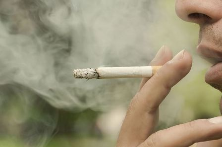 غرامة 270 ألف دولار للتدخين على شرفة المنزل!