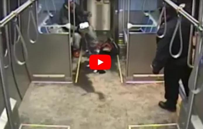 بالفيديو- اميركي يحاول احراق نفسه داخل قطار