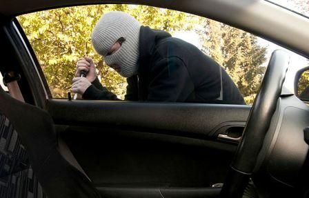 توقيف مطلوب في حي السلم بجرائم سرقة من داخل السيارات..
