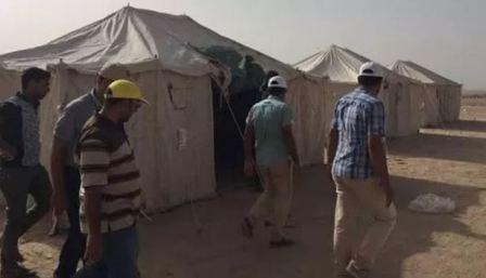 لاجئون يعانون لدخول