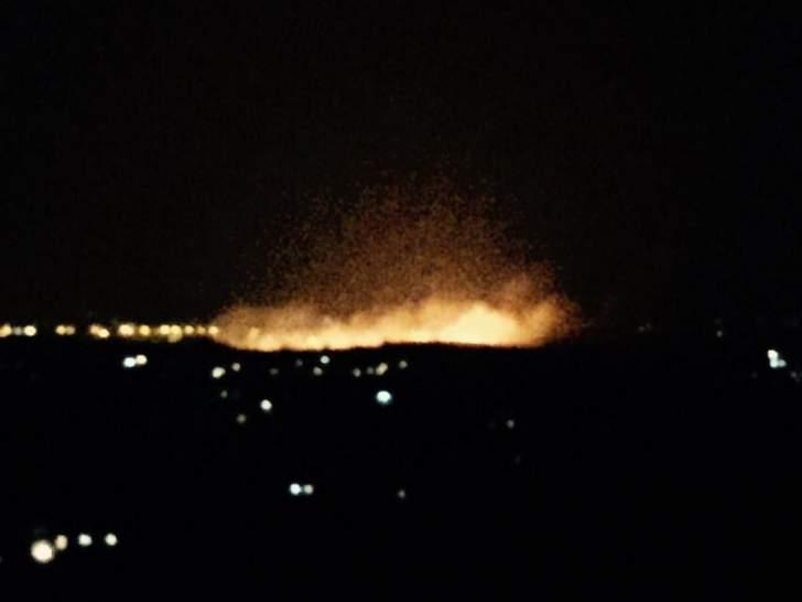 اندلاع حريق في خراج ميس الجبل مما تسبب بانفجار عدد من الألغام وسماع دوي انفجارات