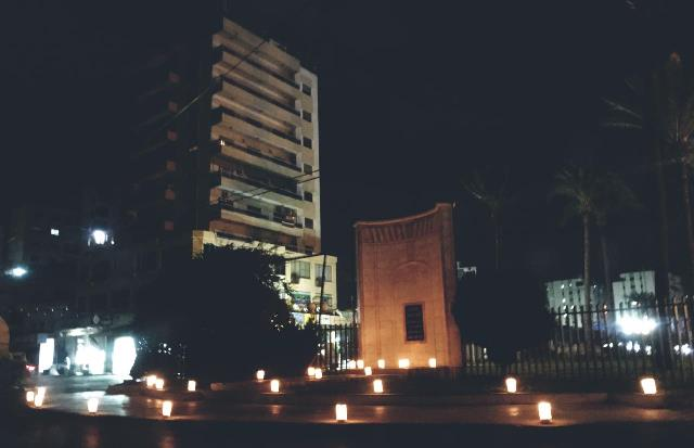 بالفيديو والصور : المكتب الطلابي في التنظيم الشعبي الناصري يضيء شعلة التحرير في ساحةالشهداء