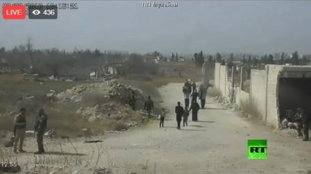 استمرار خروج المدنيين عبر المعابر الإنسانية من الغوطة الشرقية