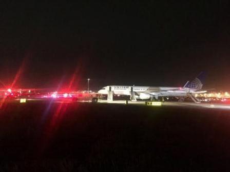 فتح مطار نيوارك في نيوجيرزي بعد اغلاقه بسبب حريق بمحرك طائرة