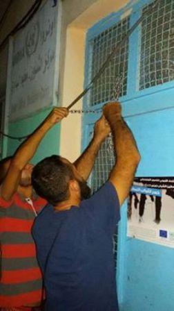 محتجون اغلقوا مكتب الأونروا في مخيم البداوي