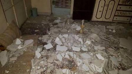 بالصور: انهيار سقف منزل داخل مخيم عين الحلوة واضرار مادية