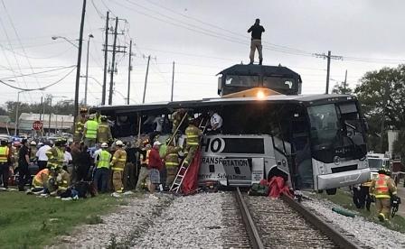 أربعة قتلى في تصادم قطار شحن وحافلة في مسيسيبي