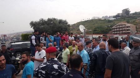 بدء توافد مزارعي التفاح للاعتصام امام سوق الخضار في نهر ابراهيم