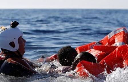 العثور على جثث 7 مهاجرين في البحر المتوسط وانقاذ 900 آخرين
