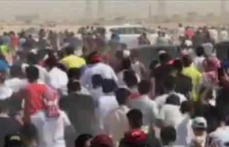 آلاف الكويتيين يفتشون عن كنز وسط الصحراء!