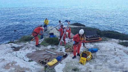 سقوط صياد سمك على عمق 20 مترا في شكا