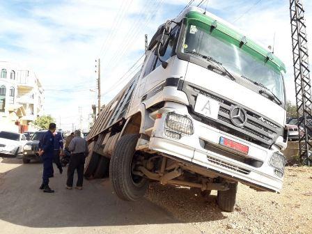 سقوط شاحنة في ريغار تابع لهيئة اوجيرو في اقليم الخروب