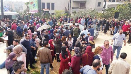 اعتصام للاساتذة الثانويين  على طريق القصر الجمهوري