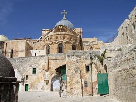 سلطات الاحتلال علقت اجراءات ضريبية ضد ممتلكات الكنائس بعد اغلاق كنيسة القيامة
