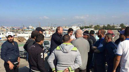 وقفة احتجاجية لاصحاب المراكب في الميناء