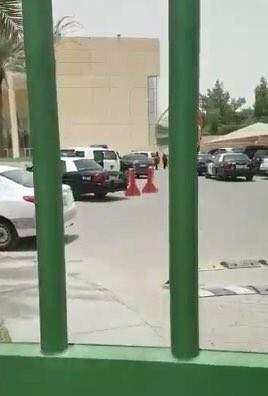 بالفيديو: مقتل شخصين  وجرح ثالث بإطلاق نار على مجمع مدارس شمال الرياض
