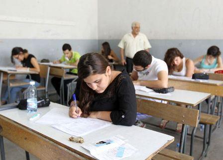 الأساتذة والطلاب ينتفضون.. هل يعاد التصحيح في الإمتحانات الرسمية؟