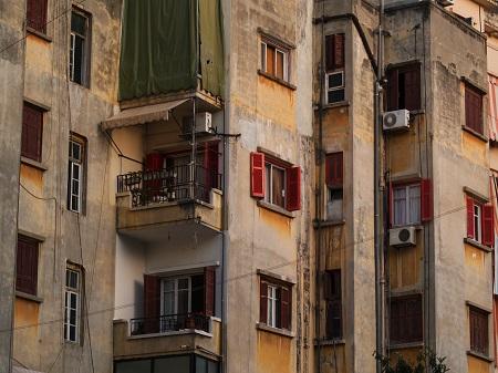 هلع بين المستأجرين تبعا لنشر الخطة الإقتصادية للحكومة: أي تدابير لضمان حق السكن في وجه التضخم وانهيار المداخيل؟