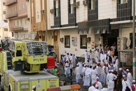 بالصور - حريق بسكن حجاج في مكة وإجلاء المئات!