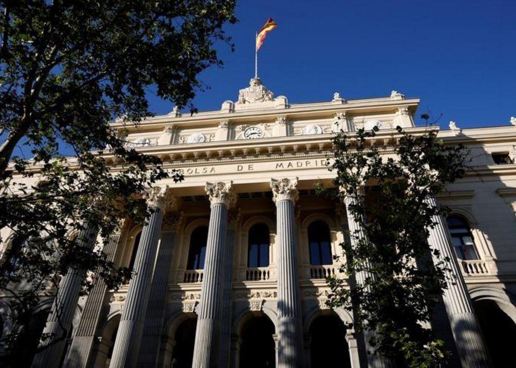 هجوم برشلونة ينال من أسهم شركات السفر الأوروبية
