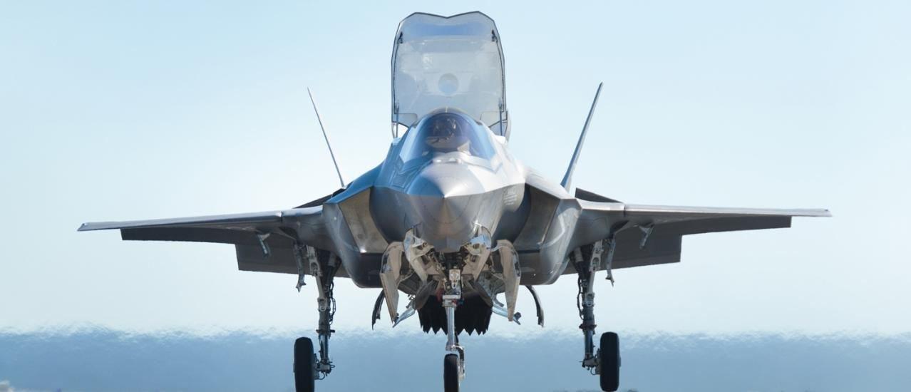 لأول مرة.. اختبار طائرة F-35 من منصة القفز!