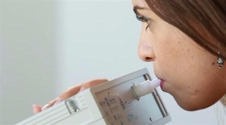 جهاز إلكتروني يكتشف 17 مرضاً من رائحة النفس