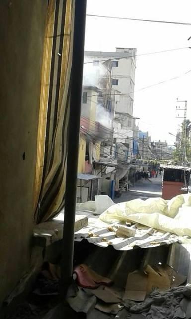 بالصورة: سقوط قذيفة قرب المجمع بستان القدس أثناء اشتباكات مخيم عين الحلوة