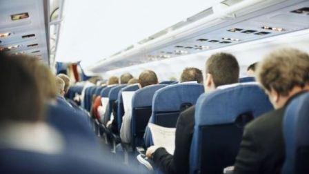 طفلة تخترق إجراءات الأمن بالمطار وتصل الطائرة بلا تذكرة!