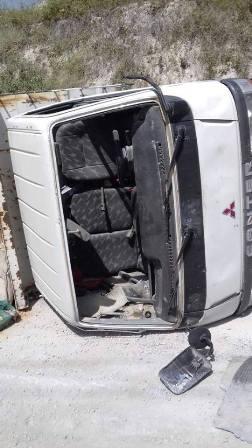 بالصور: انقلاب شاحنة في منطقة الفوار صيدا ونجاة سائقها