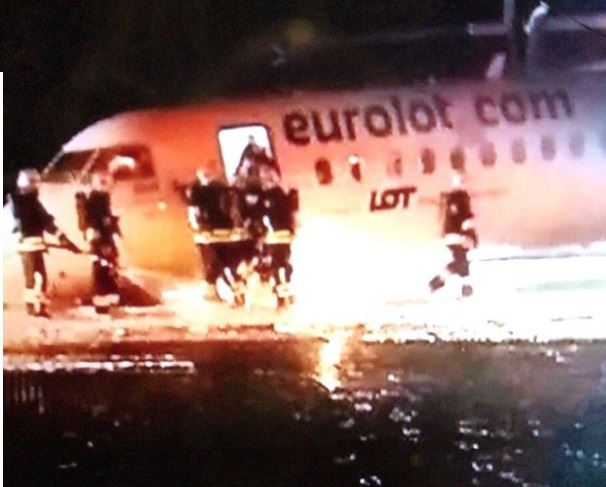 بالفيديو والصور- نجاة ركاب طائرة من كارثة!