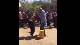 بالفيديو- رئيس جامعة يضرب طالبتين!