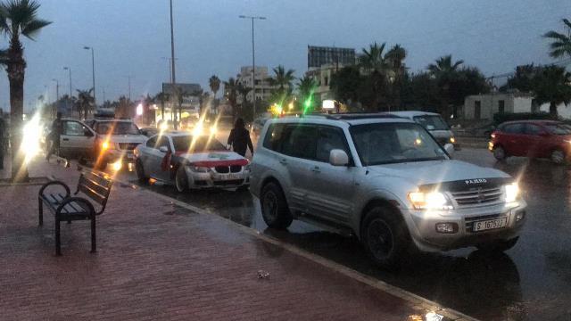 بالفيديو والصور:  مسيرة سيّارة جابت شوارع صيدا رفضاً للفساد والهروب من المسؤولية