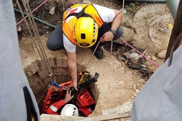 إنقاذ شخص وقع في بئر في النبطية