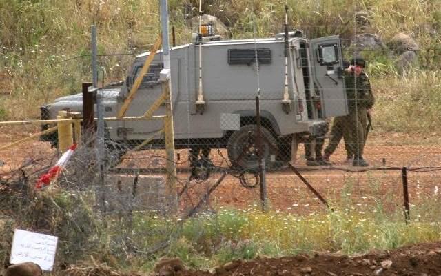 قوة من العدو الاسرائيلي مشطت الطريق العسكري المحاذي للسياج الحدودي