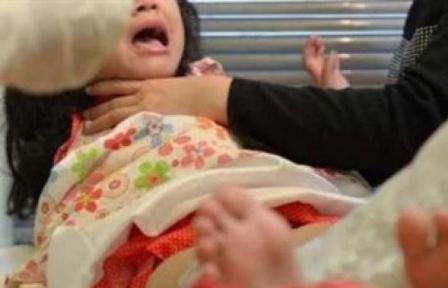 أب يعاقب ابنته بإجراء عملية ختان لها بلا مسكّنات!