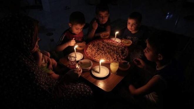 غزة: توقف أحد مولدات شركة الكهرباء الوحيدة بالقطاع