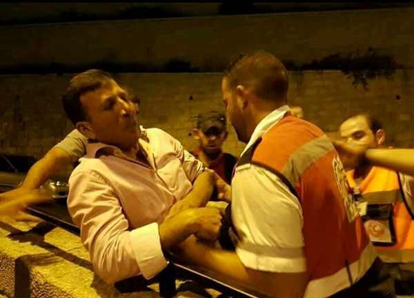 بالصور : إخلاء مصابي المواجهات بالقرب من المسجد الأقصى المبارك