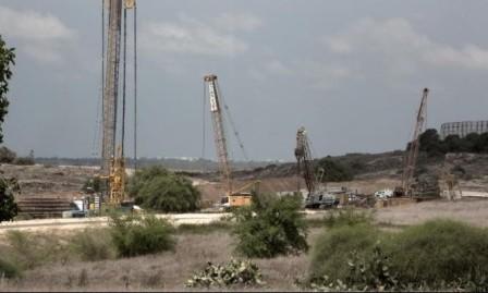 غزة: الجدار العازل للأنفاق إحكام للحصار البري والبحري
